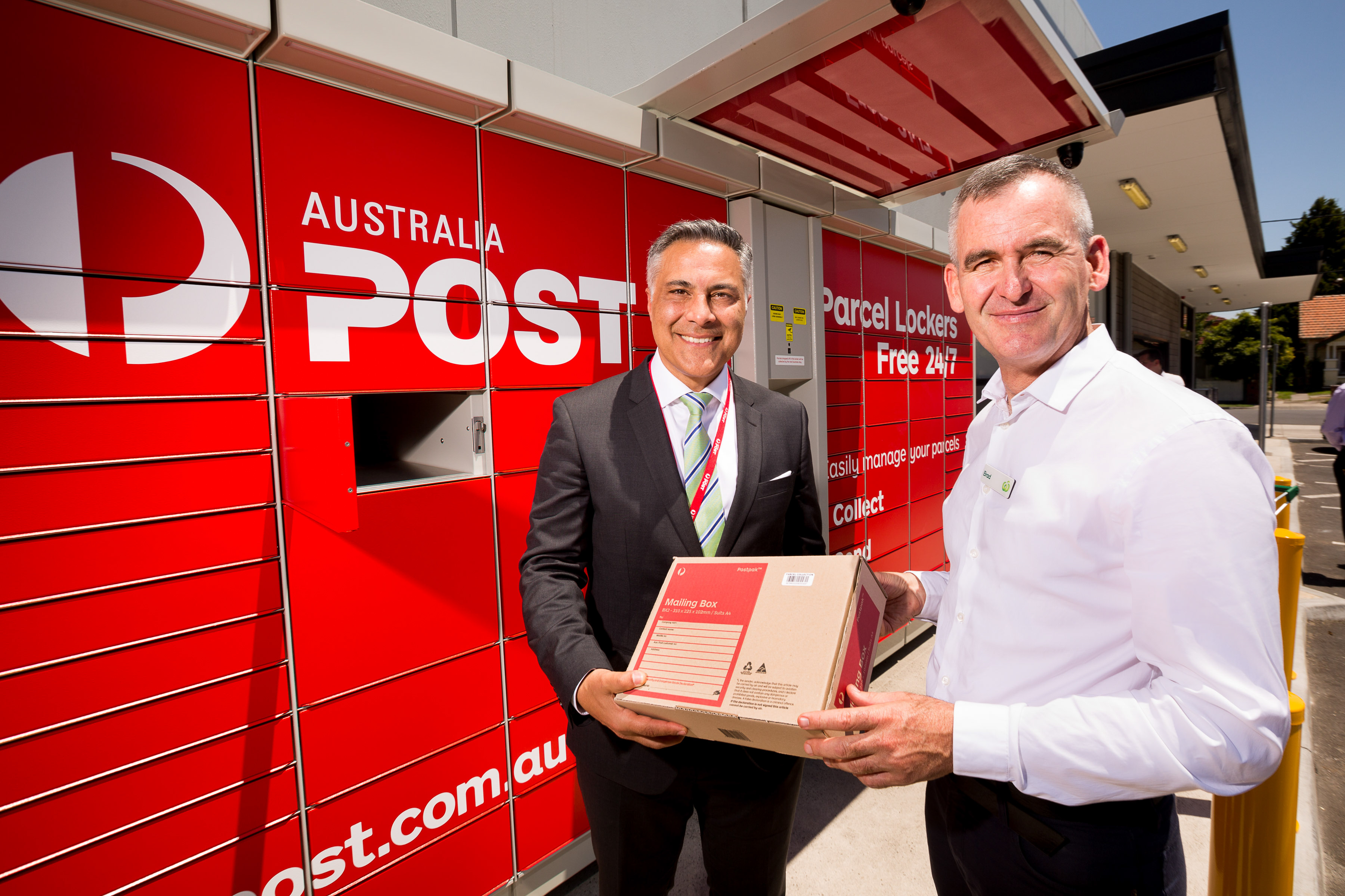 Woolworths and Australia Post partner for easy parcel pick-ups