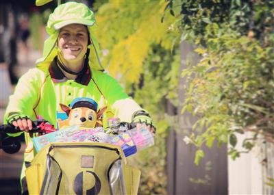 Australia Post helps send online cash registers ringing this Christmas as parcel deliveries surge